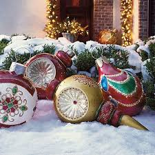 Outdoor Christmas Decorations Ball Ornaments by 27 Amazing Christmas Decorations Ideas 2017 Uk