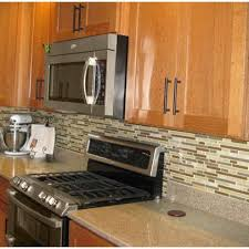 what backsplash goes with light wood cabinets pin by banana on kitchen dining room kitchen tile