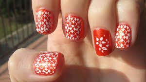 design natural color nail with black white dot butterfly