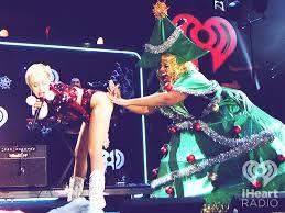 Miley Cyrus Twerk Meme - christmas miley cyrus gif find download on gifer