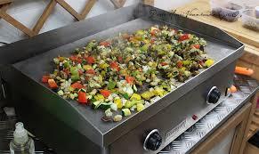 cuisiner a la plancha petits légumes grillés à la plancha aux herbes