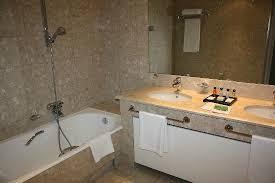 prix chambre martinez cannes salle de bains photo de hôtel martinez cannes tripadvisor