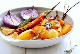cuisiner des carottes à la poele carottes rôties pommes de terre fenouil oignons rouges et menthe