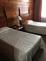 odeur chambre hôtel vétuste forte odeur d humidité dans toute la chambre le