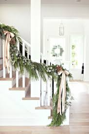 treppe dekorieren wie sie drinnen das treppengeländer weihnachtlich dekorieren können