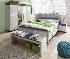 landhaus schlafzimmer weiãÿ die besten 25 kleiderschrank landhausstil weiß ideen auf