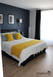 modele chambre parentale peindre un mur en bleu foncé pour booster sa déco chambre bleu