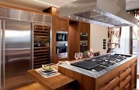 cuisine en bois massif moderne cuisine contemporaine en inox en bois massif en bois