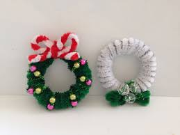 how to make a pipe cleaner wreath 2