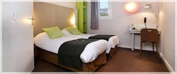 chambre lit jumeaux chambres de l hôtel climatisées lumineuses télévision écran plat