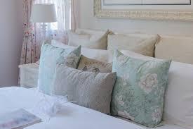 50 decorative king and queen bed pillow arrangements u0026 ideas