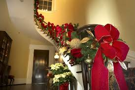 Banister Decorations Governor U0027s Mansion Tours Offer History Holiday Decorations And