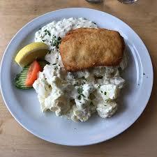 fischbratküche rostock backfisch mit kartoffelsalat und hausgemachter remoulade bild