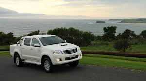 driving notes the toyota hilux sr5 chasing cars