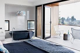 chambre avec bain chambre avec salle de bain ouverte maison design bahbe com