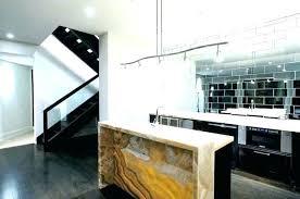 miroir cuisine carrelage mural miroir comptoir de cuisine en bois marron foncac