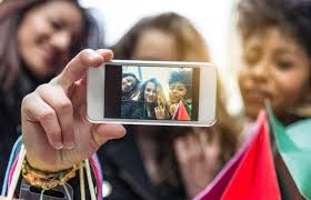 Take A Selfie How To Take A Good Selfie 7 Model Worthy Tips To Know