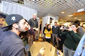 si e social fnac mengoni firma il cd alla fnac centinaia di fan in coda torino