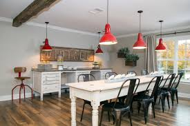 Farmhouse Table Lighting by New Ways To Get A Farmhouse Look Hgtv U0027s Decorating U0026 Design Blog