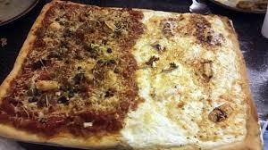 amour de cuisine pizza recette de duo de pizza par notre amour de cuisine
