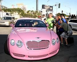 pink bentley brangiausi pasaulyje žvaigždžių automobiliai demonstruoja statusą