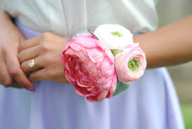 How To Make A Corsage Wristlet How To Diy A Wrist Corsage For Your Wedding Day