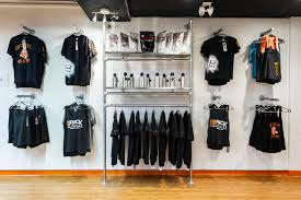 wall display 39 diy retail display ideas from clothing racks to signage