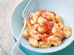 cuisiner les gnocchis gnocchi au gorgonzola recettes femme actuelle