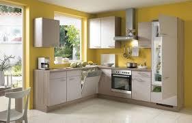 cuisine jaune et blanche les cuisines modernes chêne peinture mur jaune mat façades