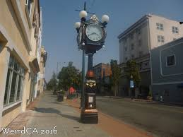 the alibi clock weird california