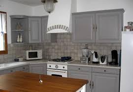 peindre sa cuisine en repeindre une cuisine en bois 2017 et cuisine grise et blanche