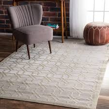 made with 100 polyester fibers this eye catching area rug will
