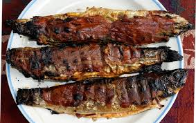 cuisiner truite enti鑽e truites mouchetées et grises enrobées de prosciutto au bbq dans
