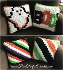 boo tiful crochet halloween pillow part 5 finishing touches
