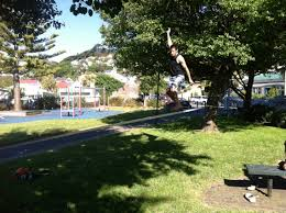 how to do slackline tricks in carrara park wellington new zealand