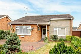 2 bedroom bungalow for sale wenwell close aylesbury hp22 5lg