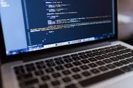 Gambar Laptop teknologi coding pembangun pemrograman