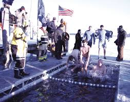 Excelsior Flag Lake Minnetonka Ice Divers Jump Into The New Year For Charities