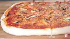 cuisiner une pizza recette pâte à pizza légère