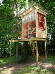 Simple Backyard Tree Houses by 217 Best Treehouse Images On Pinterest Treehouses Architecture