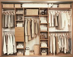 Small Walk In Closet Design Idea With Shoe Storage Shelving Unit Los Mejores Tips Para Un Guardarropa Perfecto Teniendo Bajo