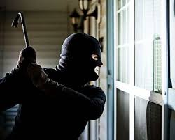 rapina in rapina in villa coppia picchiata e rinchiusa per ore in una