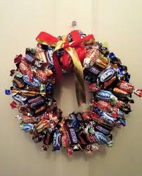 Christmas Wreath Decorations Images by Best 25 Candy Wreath Ideas On Pinterest Chocolate Advent