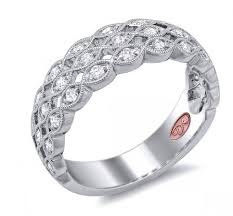 scalloped engagement ring curved 3 row scalloped band