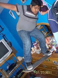 Skateboard Meme - psbattle this kid tearing up his bedroom on a skateboard