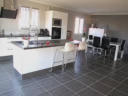 cuisine moderne blanc laqué table blanc laque avec rallonge pour decoration cuisine moderne