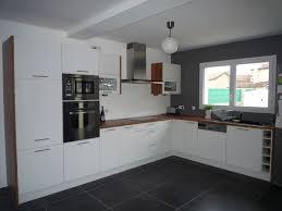 cuisine blanche sol noir carrelage noir et blanc cuisine finest carrelage mur