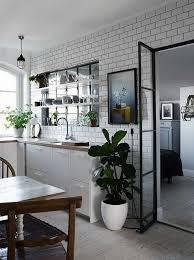 photo cuisine avec carrelage metro design interieur cuisine avec verriere interieure design industriel