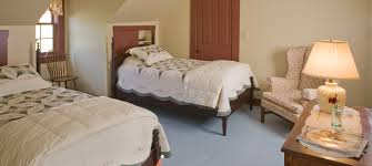 Guest Room With Twin Beds by Bedroom With Two Twin Beds Piazzesi Us