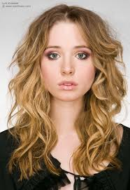 how to do the hairstyles from sleepless in seattle long hairstyle with romantic curls slightly tousled and parted in